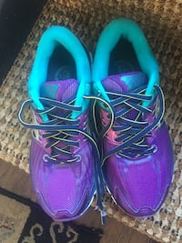 Brook running shoes sz 6.5  Seattle, 98109