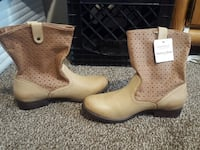 Sonoma memory foam boots Milford Charter Township, 48381