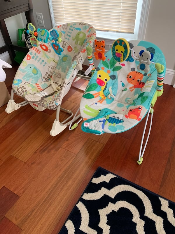2 Baby bouncing chairs, bouncer 240322f1-998d-4318-9ab4-e5993a6529a4