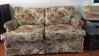 White and red floral loveseat 533 km