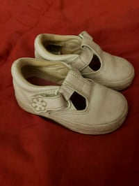 pair of white Nike low-top sneakers East Moline, 61244