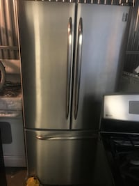 Ge french Door refrigerator With water dispenser and warranty