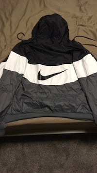Small Black and white nike windbreaker Kamloops, V2E 1B1