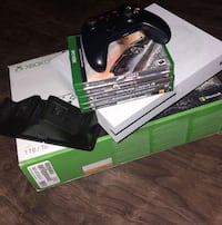Xbox one console with controller and game cases Vallejo, 94591
