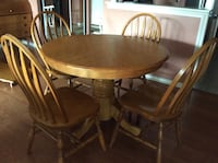 Round  oak table with 6 chairs dining set Grimsby, L3M 3B7