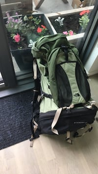 North Face 90 litter hiking/tracking backpack with attached daypack Toronto, M4Y 1T1