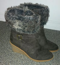 Pair of brown  fur boots Hamilton