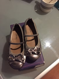 Girl dress shoes in good condition size 12  Niagara Falls, L2H 1T3