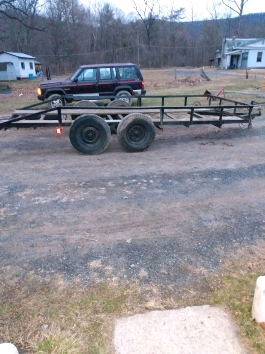 Photo 16' car trailer