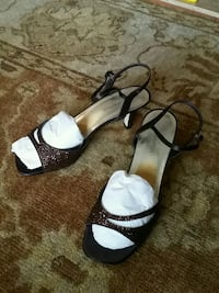 pair of black-and-white sandals Alexandria, 22304