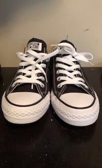 Never Worn Womens size 7 Converse shoes Surrey