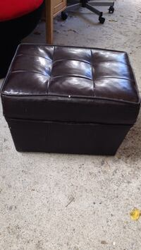 Black leather tufted sectional sofa Calgary, T2T 4K6
