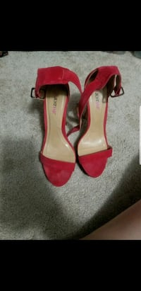 pair of red peep-toe heeled sandals Riverview, 33578