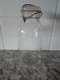 """*Vintage* Pefect Seal 10"""" x 5"""" Jar. One small ch"""
