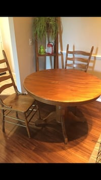 round brown wooden table with four chairs dining set San Diego, 92128