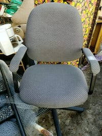 Office chair Calgary, T3B 2J4