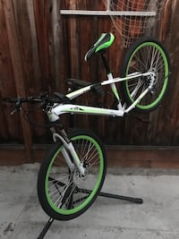 2018 Maui Green and white medium frame 26inches wheels and tires front and rear disc brakes brand new bikes excellent condition San Jose, 95132