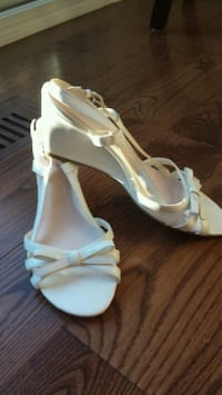 WHITE SANDALS SIZE 9.5 Mississauga, L5L 2Y5