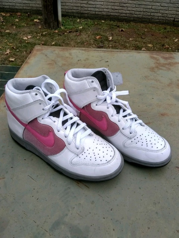 Used pair of white Nike Air Force 1 low shoes for sale in Dallas - letgo 4030a64fa