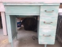 Singer/white sewing machine with built in table/desk