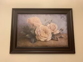 Flower wall art in good condition y