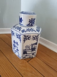 Chinese vases st Las Cruces, 88001