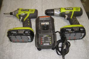 RYOBI 18 VOLT LITHIUM ION DRILL DRIVER SET WITH TWO BATTERIES AND CHARGER 8842-1