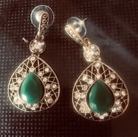 Earrings in 16k plate. Crystal suuround emerald green stone