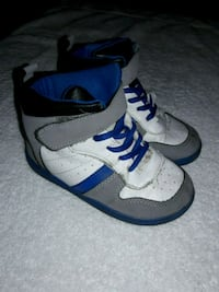 pair of white-and-blue Nike basketball shoes Rohnert Park, 94928