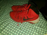 pair of red Nike basketball shoes Creston, 50801