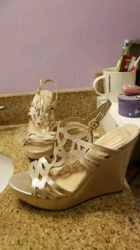 8 1/2 gold wedge heels Fort Myers, 33908