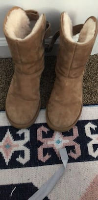 Shoes size 6 uggs Clarksville, 37042