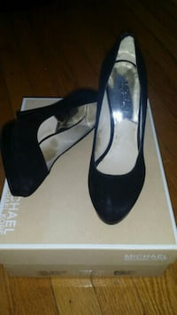 Michael Kors pair of black Suede pumps Washington, 20011