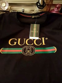 black and green Gucci crew neck shirt Richmond, V6Y 2Y5
