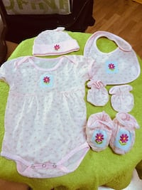 Girl outfit 5pcs size o/3 months . Woodbridge, 22191