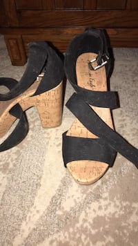 Pair of black-and-brown open-toe chunky heels 8 1/2