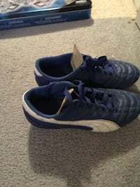 Blue-and-white puma low-top cleat Kamloops, V0E 2A0