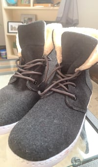 Gray sneakers with wool inside