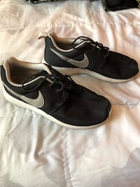 pair of black Nike low-top sneakers Stanton, 90680