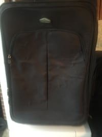 In great condition big luggage. Mississauga, L5J 4E6