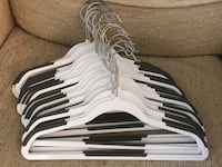 22 plastic hangers with anti slippery,