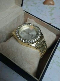 round gold-colored analog watch with link bracelet 713 mi