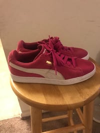 Youth size 5.5 Puma Sneakers Hyattsville, 20785
