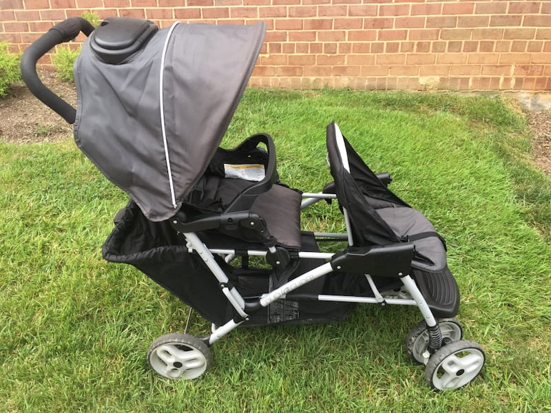 Graco DuoGlider click connect stroller and car seat with bases. 559f884d-6f13-4d33-9aa1-7c90fdb12e26