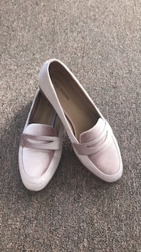 Pair of white leather slip-on shoes Guelph, N1H 2Z4