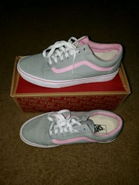 pair of gray Nike low-top sneakers with box District Heights, 20747