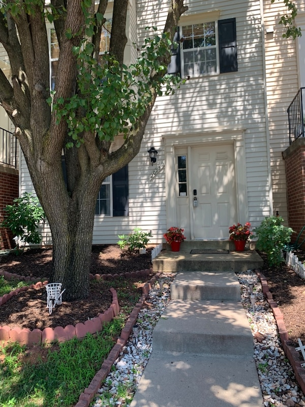 Townhouse  For sale 4+BR 3BA