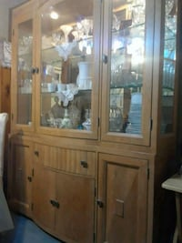 China cabinet with matching table chairs. Seats 6 Annandale, 22003