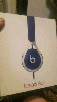 blue and white Beats by Dr London, N5V 1Y9