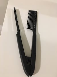Straightening brush.